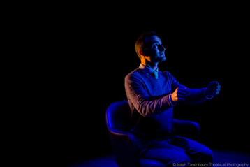 "Brett Epstein in Lasha Bugadze's ""Navigator in Love"" (Isaiah Tanenbaum: Theatrical Photography)"