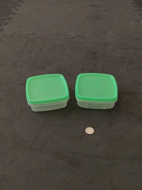 2 mini plats de plastique