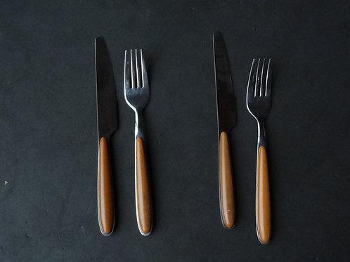 2 couteaux, 2 fourchettes