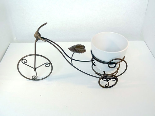Bicyclette et pot pour plante