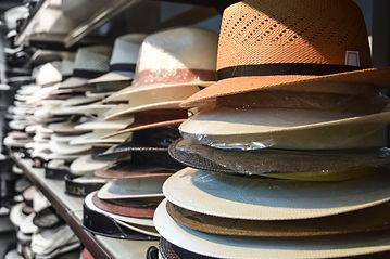 Gestapelte Hüte