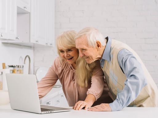Les seniors de plus                   en plus connectés