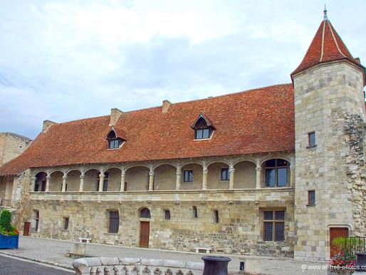 A la découverte                          des châteaux et bastides
