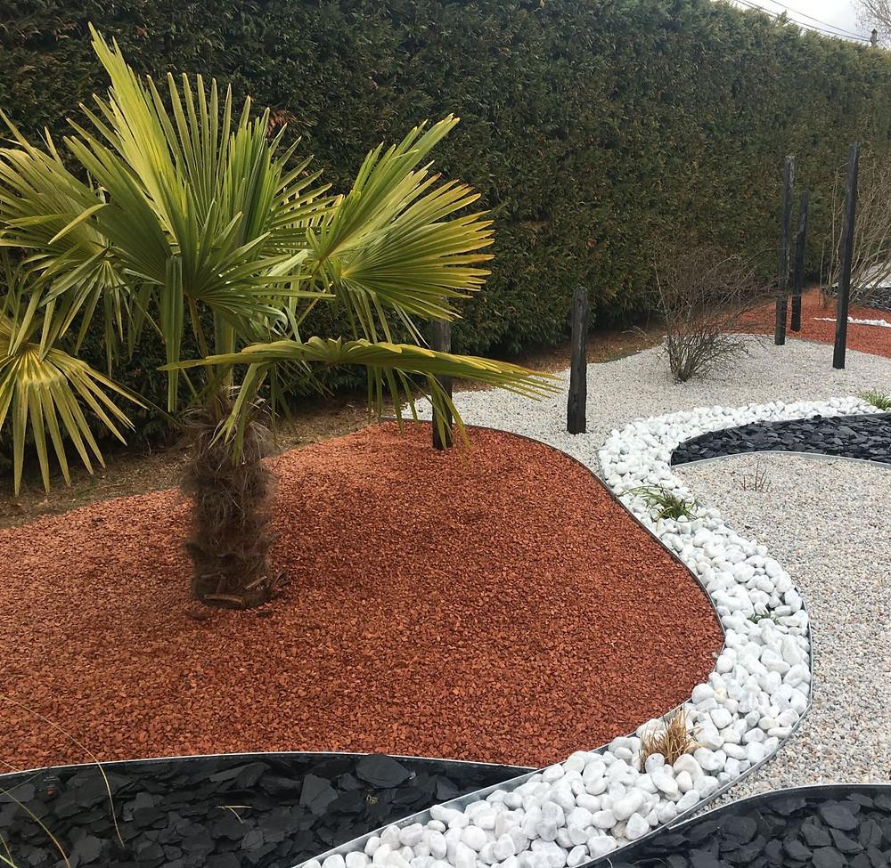 Moderne Aménagement d'un jardin décoratif sur gravier HU-19