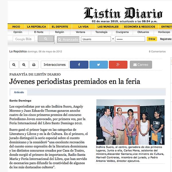 La periodista Indhira Suero recibe Premio Feria del Libro