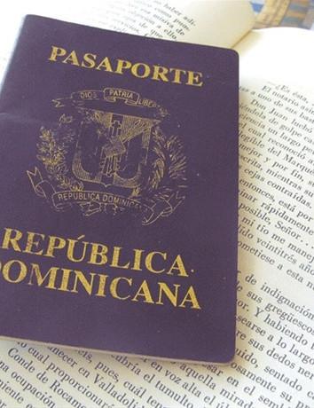 Pasaporte sobre libro