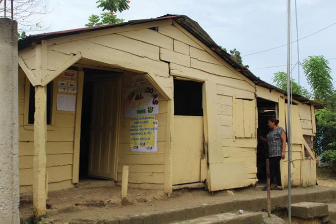Escuela en mal estado en Villa Mella Norte
