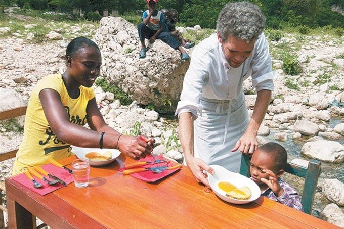Cocinero y su proyecto Dos naciones, una isla