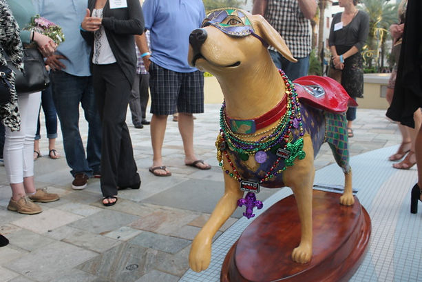 Guidedog statue with red and green colors