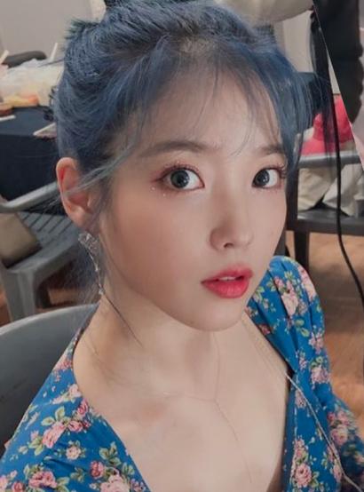 Star Beauty: Female Idols' Romantic 'Wispy Hair' Trend