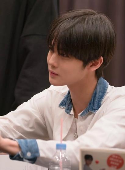 K-Pop Korean 101: Fan Signing Events