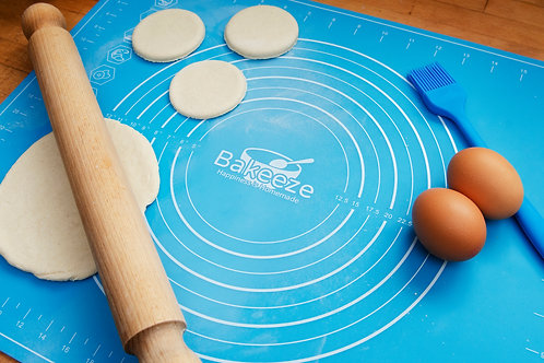 Totally Awesome Silicone Baking Mat & Free Pastry Brush