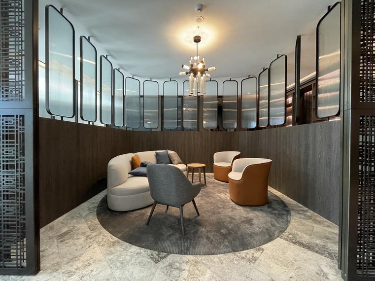 business-centre-320-plummer-st_glitter_custom-silver_-ellenberg-fraser-1heic