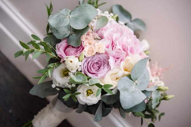 handtied bride bouquet