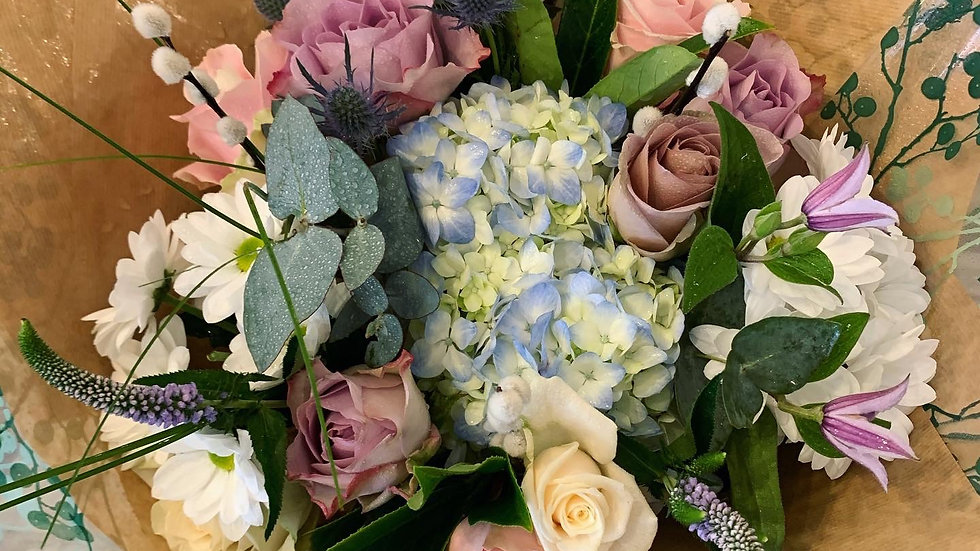 Extra Large Handtied Seasonal Boxed Bouquet (choice of colours)