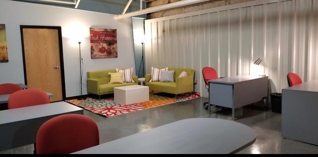 Workstations + Lounge