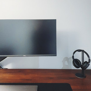 MINIMAL AND MODERN DESK SPACE