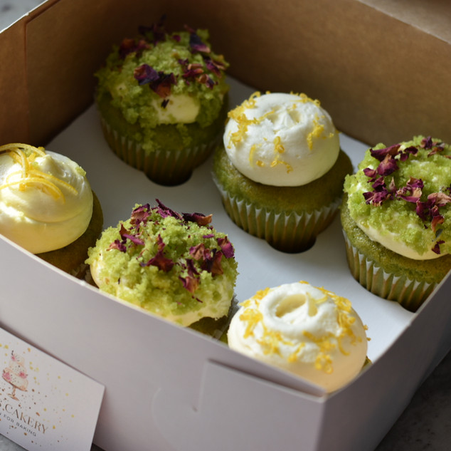 Spinach rose and lemon cupcakes