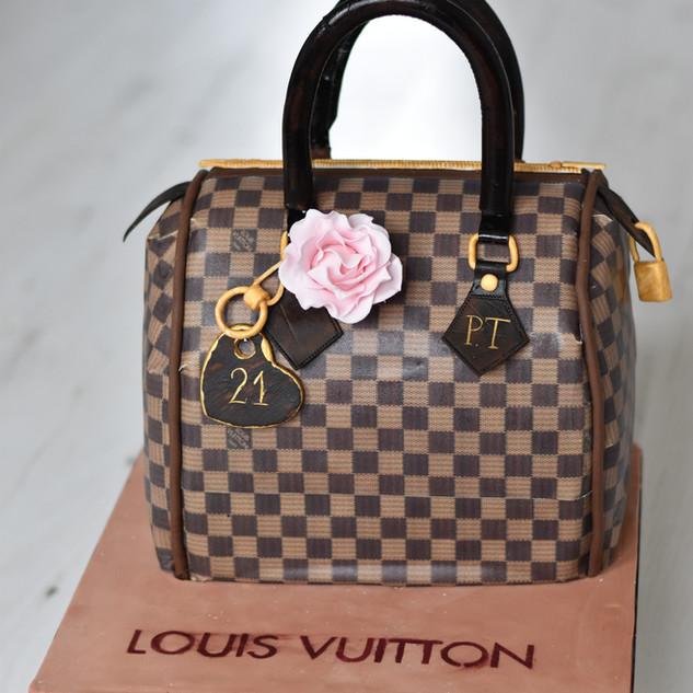 A designer handbag cake