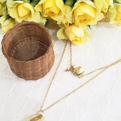Colar duplo dourado de sereia cravejada com zirconias e buzio