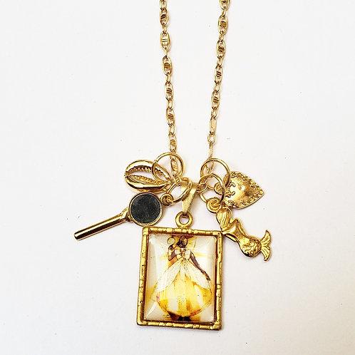 Colar patuá dourado de Oxum