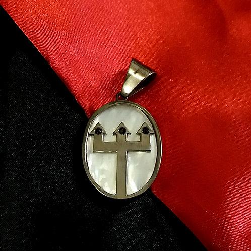 Pingente de Exu em prata banhado a ródio negro com zircônias