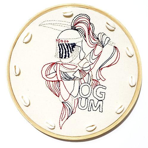 Quadrinho de Ogum bordado à mão em bastidor