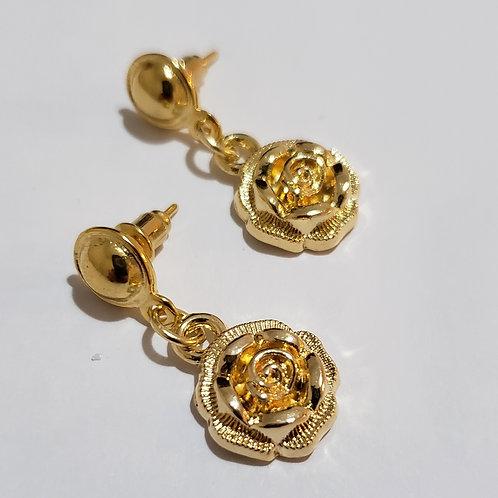 Brinco dourado com rosas