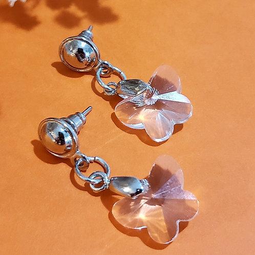 Brinco de Iansã com.borboleta de cristal