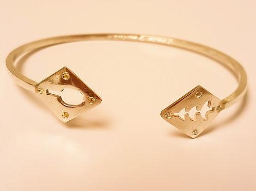 Bracelete de orixás banhado com 4 zirconias de cada lado.