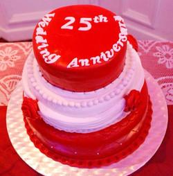 Gâteau d'anniversaire rouge et blanc