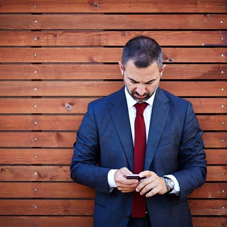 #Smartphone lenkt Angestellte zwei Stunden ab