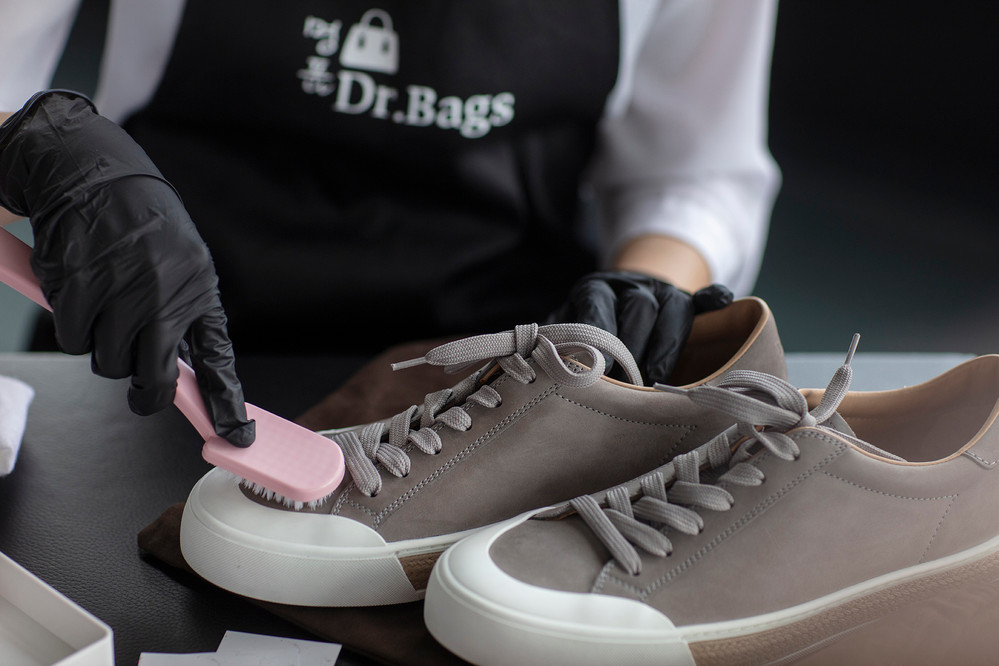 Dr. Bags branding Sixmoredays