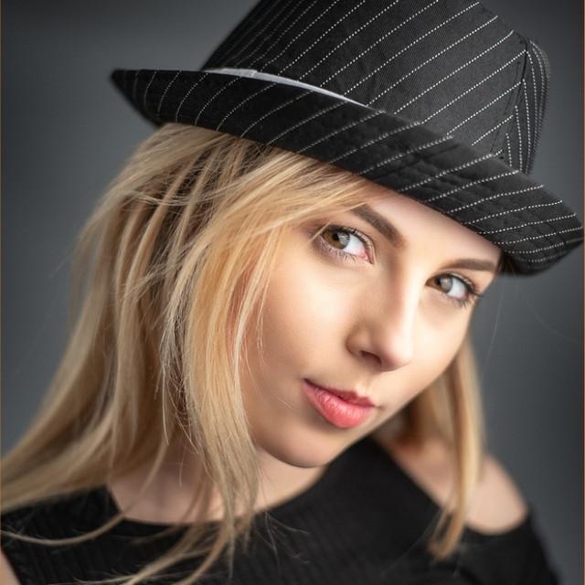 keziah-cambridge-headshot-photographer.j