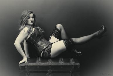 vintage-trunk-boudoir.jpg