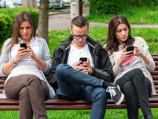 Социалните медии помагат или пречат на вашите взаимоотношения?
