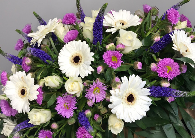 Fellner Blumen Trauerfloristik Bukett mit Gerbera