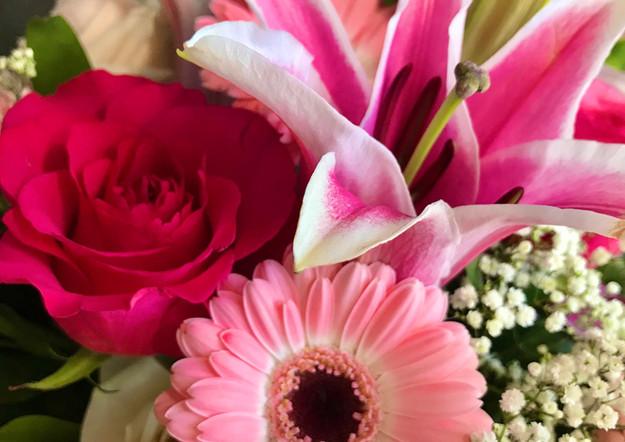 Fellner Blumen Trauerfloristik Kranz mit Lilien rosa pink