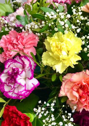 Fellner Blumen Trauerfloristik Kranz mit Nelken bunt