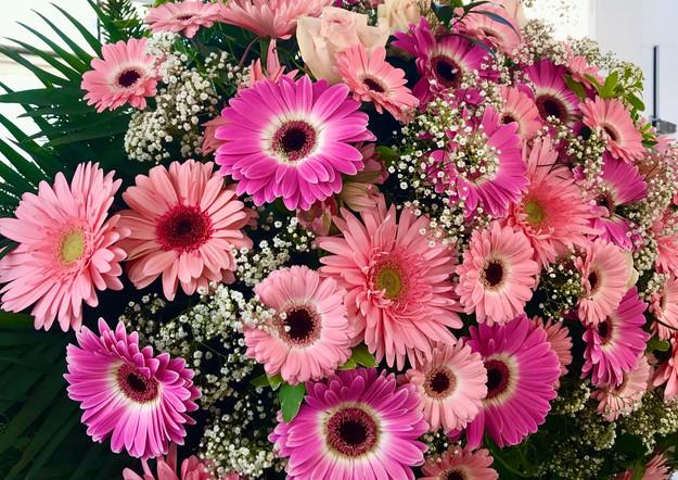 Fellner Blumen Trauerfloristik Kranz rosa pink