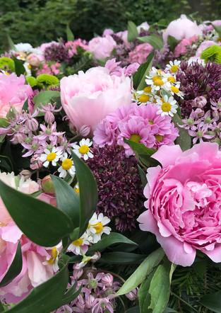 Fellner Blumen Trauerfloristik rosa Kranz