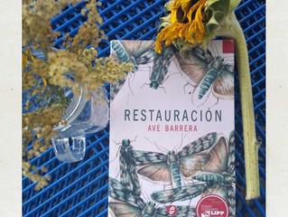 Restauración, cubriendo un libro de flores.
