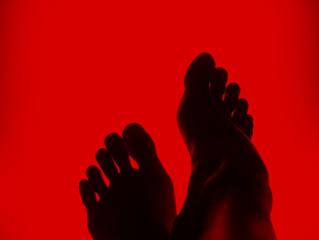Los pálidos pies de la doncella