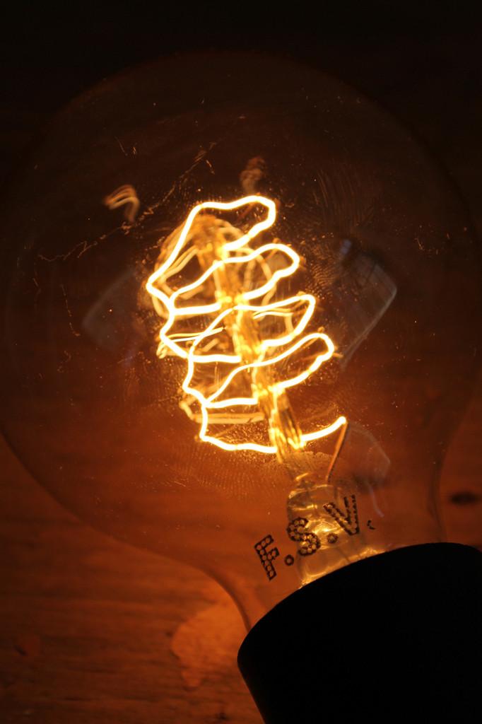 edison-light-globes-Round-Spiral-Filament_1024x1024