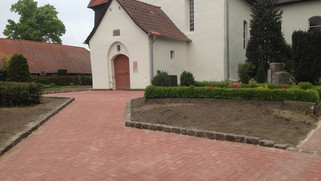 Kirchenvorplatz.jpg