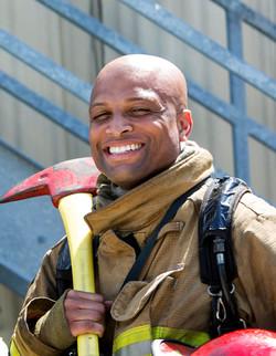 Feuerwehrmann-Holding-Hammer
