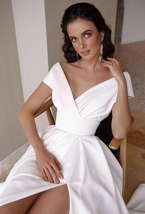 свадебное платье с разрезом атлас