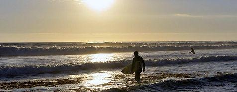 surfer-on-hendry-s-beach.jpg
