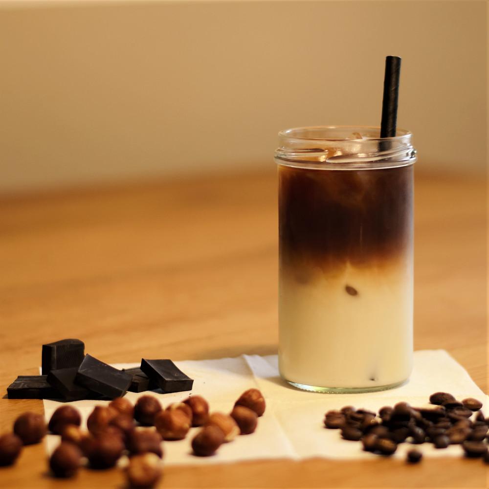 Er schmeckt erfrischend, mild, nussig, schokoladig und hat einen leicht süßlichen Kaffeegeschmack.
