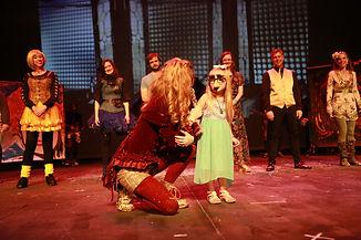 Lauri and little girl Twisting.JPG